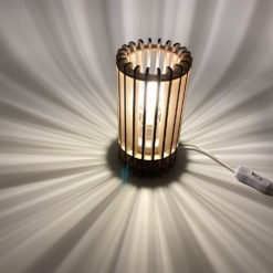 Schattenlampe mit Schalter leuchtend